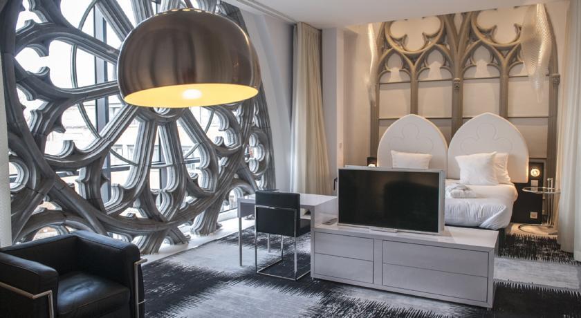 please surprise me en plein dream. Black Bedroom Furniture Sets. Home Design Ideas