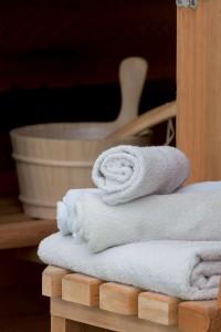 sauna mobile en bois de cèdre, service à domicile insolite et original à Bruxelles et en Belgique. Authentique poele à bois finlandais, sans électricité