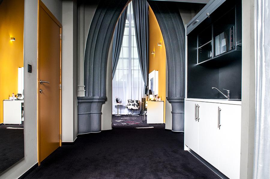 Le Dream, hotel insolite dans une ancienne chapelle à Mons, en Belgique. Chambres à thèmes et spa