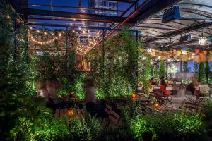 Gallow Green, rooftop Insolite à Chelsea, New York. Rooftop et pièce de théâtre au temps de la prohibition
