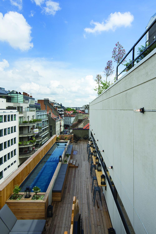 JAM bar et hotel insolite à Bruxelles. Piscine et rooftop romantique © Oana-Crainic